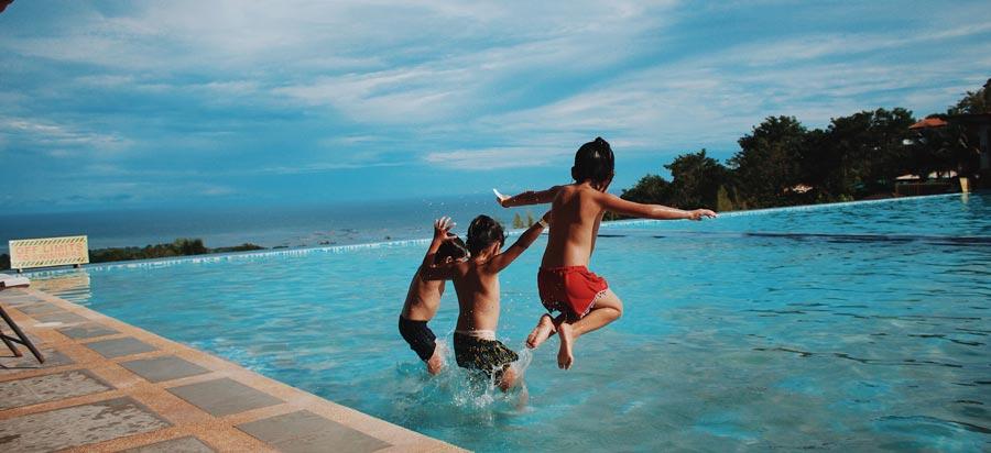 Como utilizar el Limpiafondos de la piscina